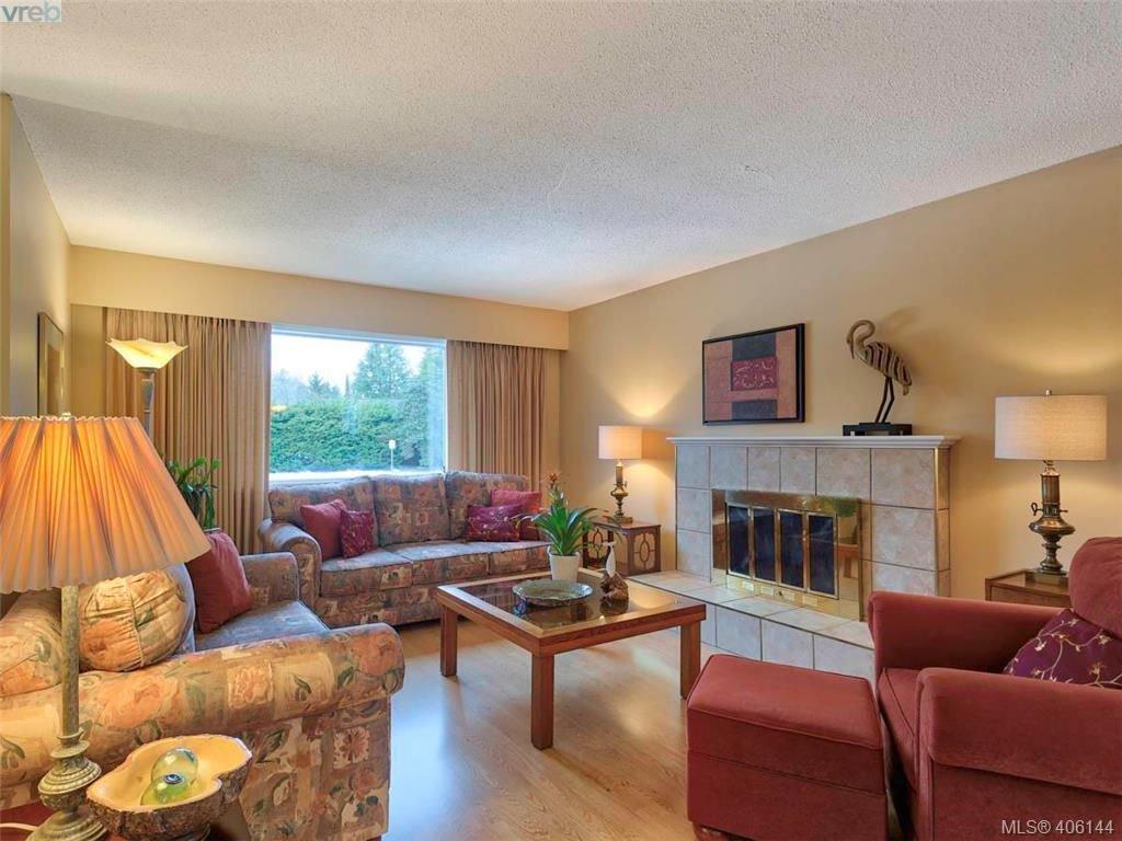 Main Photo: 8015 Galbraith Close in SAANICHTON: CS Saanichton House for sale (Central Saanich)  : MLS®# 807106