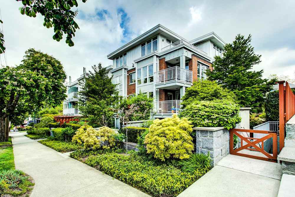 "Main Photo: 301 2626 ALBERTA Street in Vancouver: Mount Pleasant VW Condo for sale in ""The Calladine"" (Vancouver West)  : MLS®# R2366911"