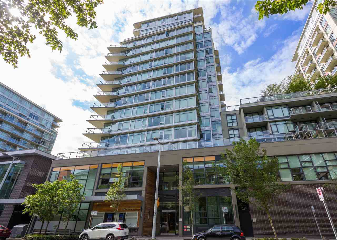 "Main Photo: 557 168 W 1ST Avenue in Vancouver: False Creek Condo for sale in ""WALL CENTRE FALSE CREEK WEST TOWER"" (Vancouver West)  : MLS®# R2372215"