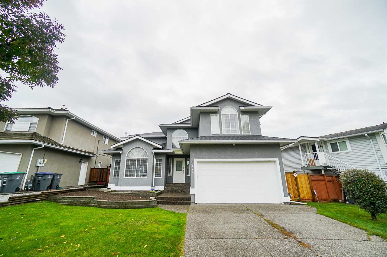 Main Photo: 5782 185 Street in Surrey: Cloverdale BC House for sale (Cloverdale)  : MLS®# R2411536