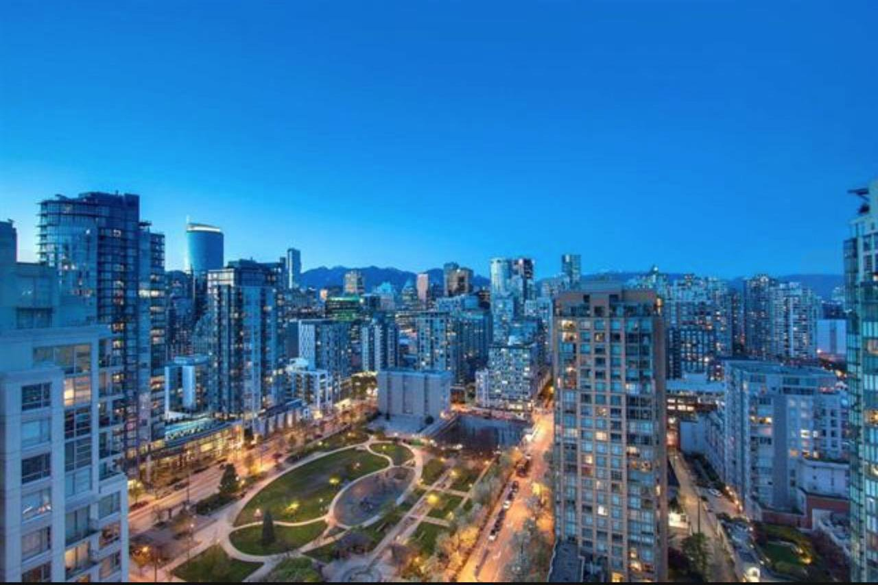 """Main Photo: 2403 1238 RICHARDS Street in Vancouver: Yaletown Condo for sale in """"THE METROPOLIS"""" (Vancouver West)  : MLS®# R2451448"""
