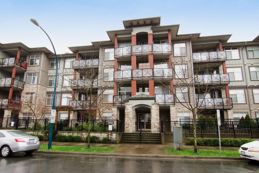 Main Photo: 412 2336 WHYTE Avenue in Port Coquitlam: Central Pt Coquitlam Condo for sale : MLS®# V1112996