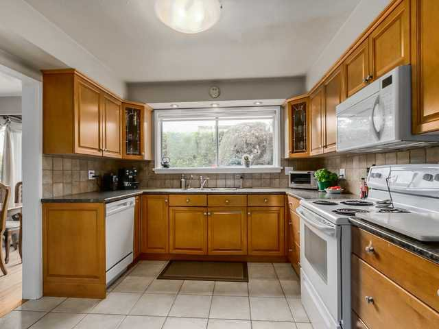 """Photo 8: Photos: 3005 BEVERLEY Crescent in North Vancouver: Edgemont House for sale in """"Edgemont Village"""" : MLS®# V1124606"""