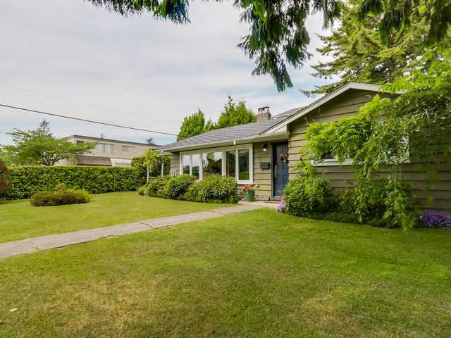 """Photo 2: Photos: 3005 BEVERLEY Crescent in North Vancouver: Edgemont House for sale in """"Edgemont Village"""" : MLS®# V1124606"""