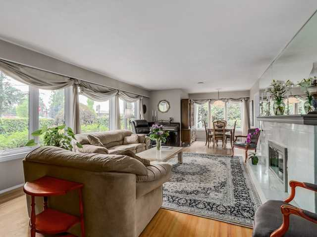 """Photo 3: Photos: 3005 BEVERLEY Crescent in North Vancouver: Edgemont House for sale in """"Edgemont Village"""" : MLS®# V1124606"""