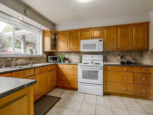 """Photo 7: Photos: 3005 BEVERLEY Crescent in North Vancouver: Edgemont House for sale in """"Edgemont Village"""" : MLS®# V1124606"""