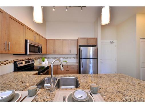 Photo 7: Photos: 103 662 Goldstream Ave in VICTORIA: La Fairway Condo Apartment for sale (Langford)  : MLS®# 717329