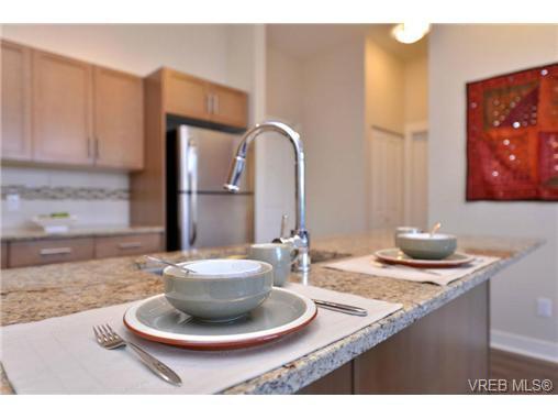 Photo 8: Photos: 103 662 Goldstream Ave in VICTORIA: La Fairway Condo Apartment for sale (Langford)  : MLS®# 717329
