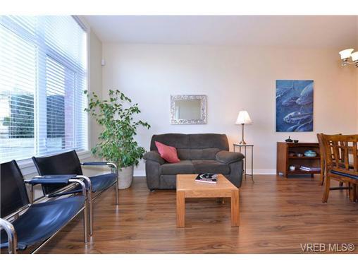 Photo 3: Photos: 103 662 Goldstream Ave in VICTORIA: La Fairway Condo Apartment for sale (Langford)  : MLS®# 717329