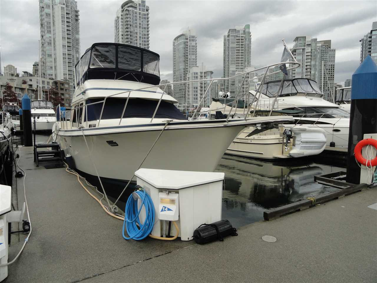 "Main Photo: F14 1088 MARINASIDE Crescent in Vancouver: Yaletown Condo for sale in ""QUAYSIDE MARINA"" (Vancouver West)  : MLS®# R2121416"