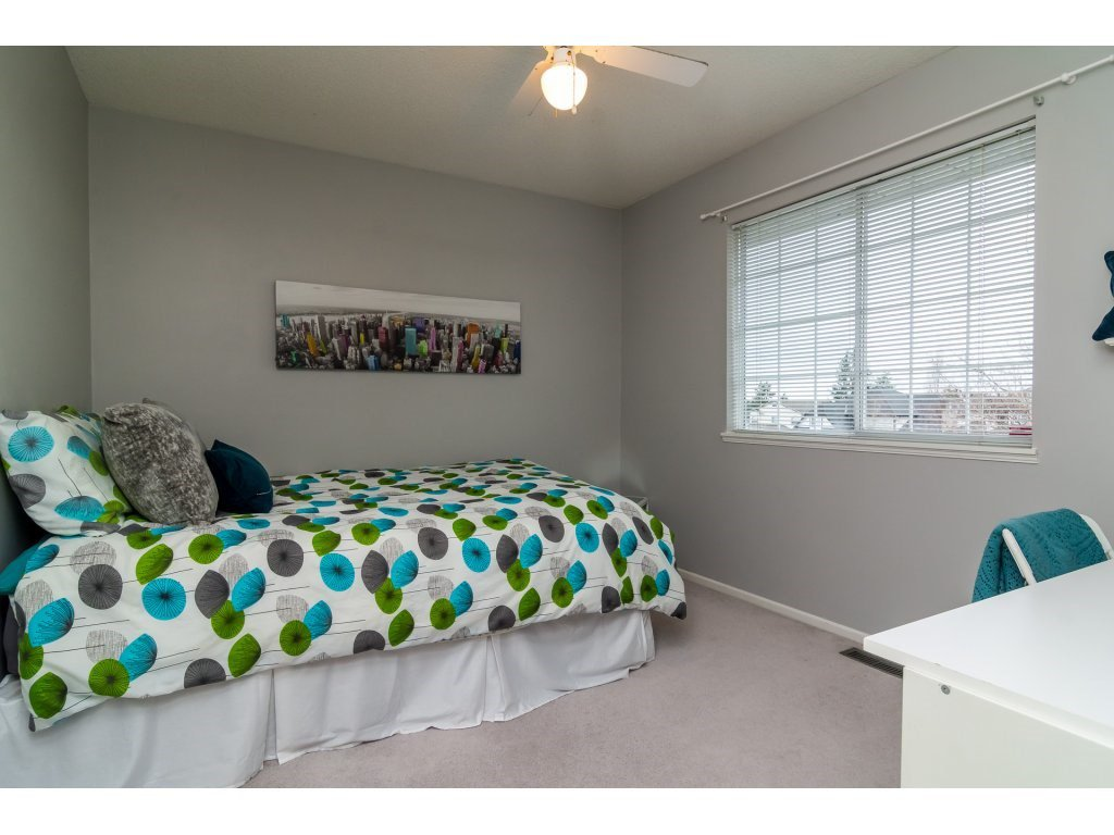 Photo 18: Photos: 5772 184A St in Surrey: House for rent