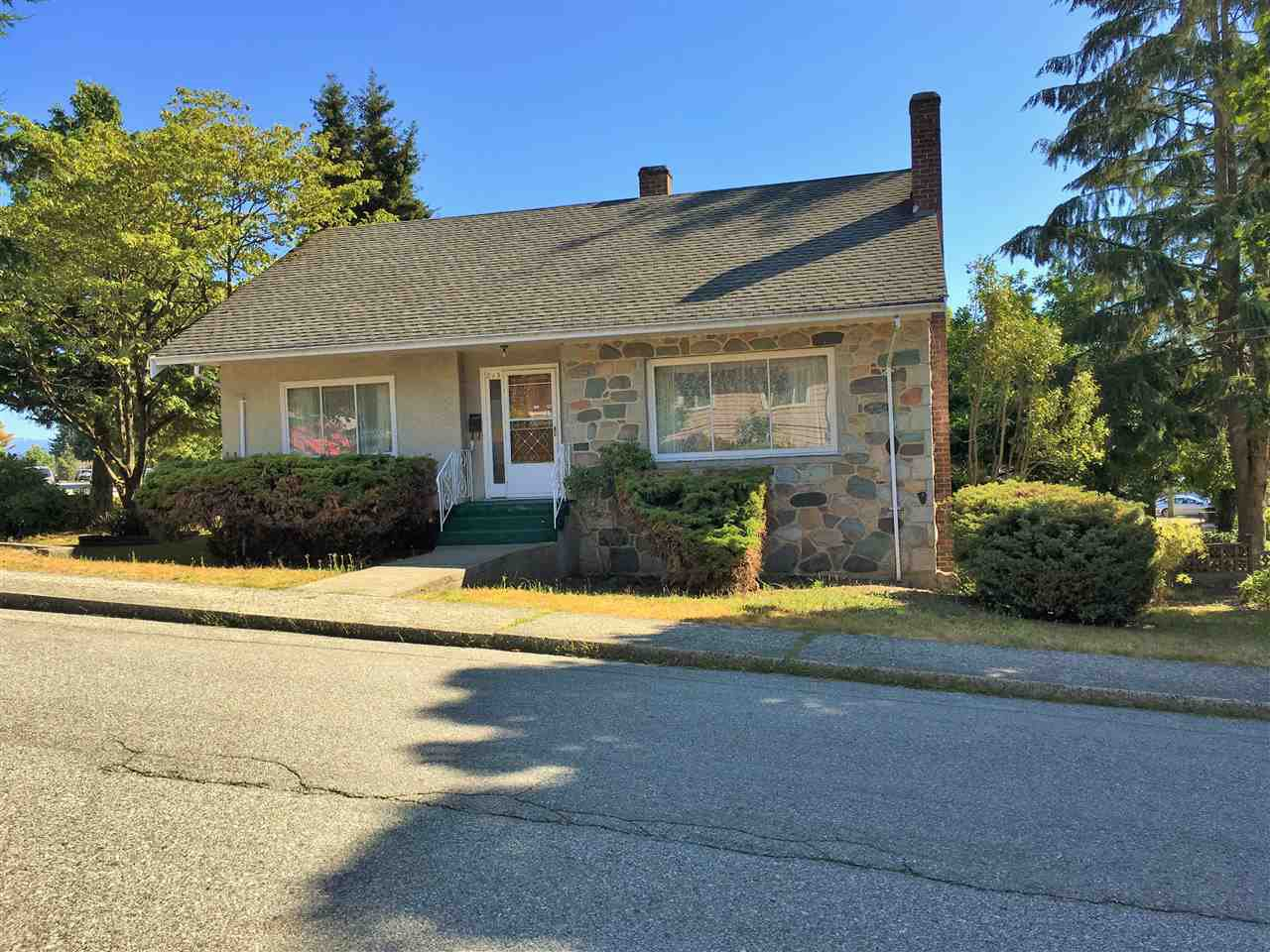 Main Photo: 815 CHILLIWACK Street in New Westminster: The Heights NW House for sale : MLS®# R2189957