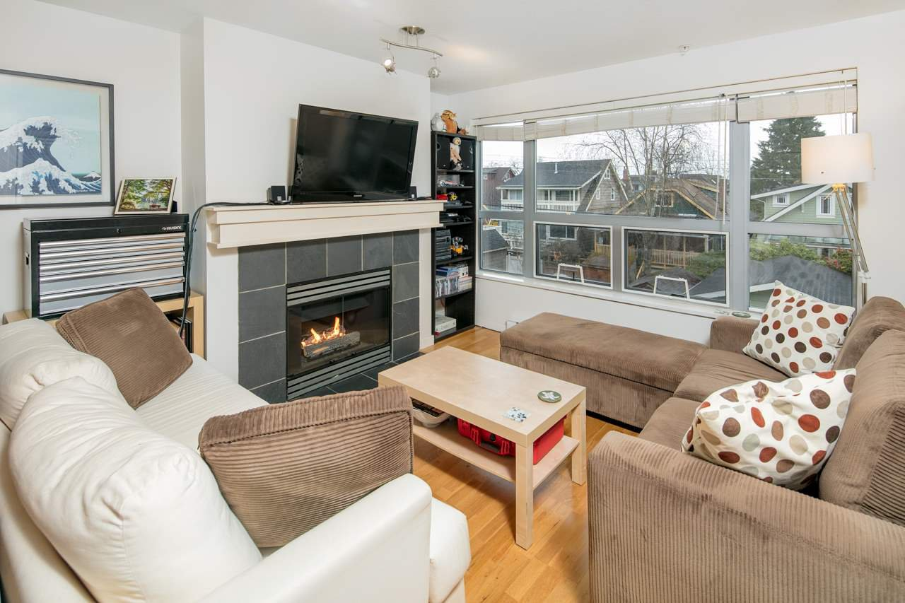 "Main Photo: 306 3161 W 4TH Avenue in Vancouver: Kitsilano Condo for sale in ""Bridgewater"" (Vancouver West)  : MLS®# R2252176"