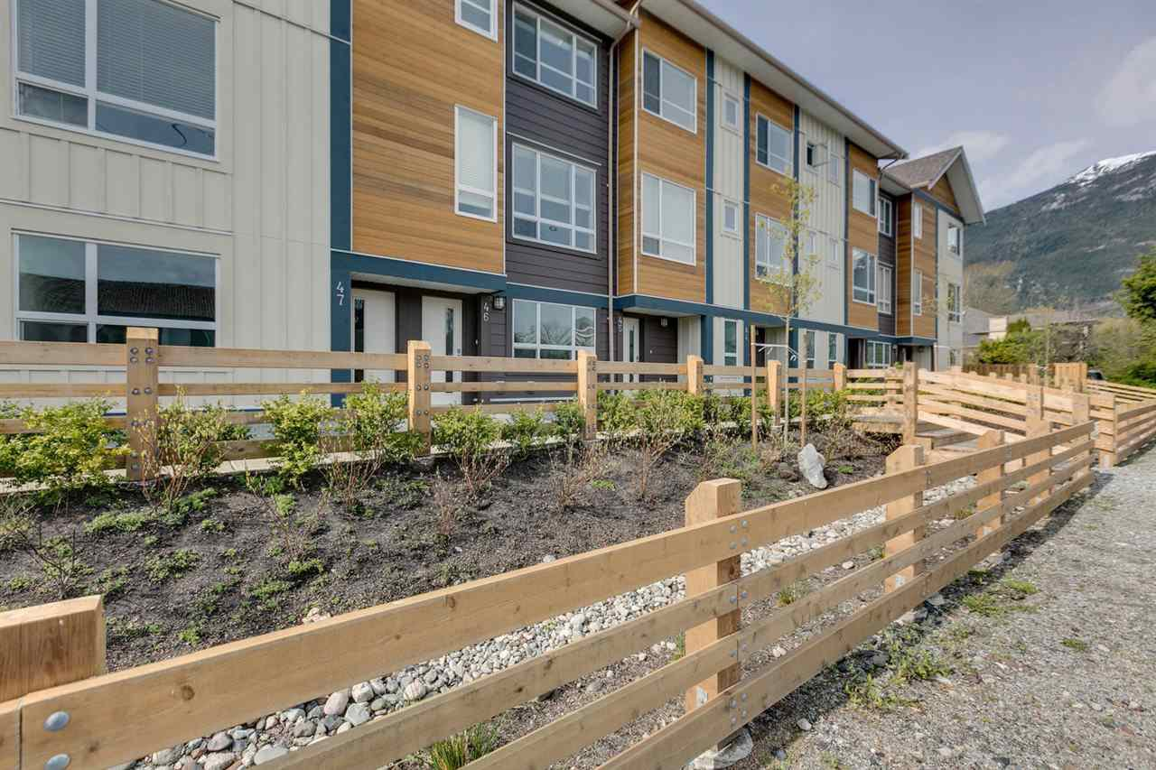 """Main Photo: 43 1188 WILSON Crescent in Squamish: Dentville Townhouse for sale in """"The Current"""" : MLS®# R2259461"""