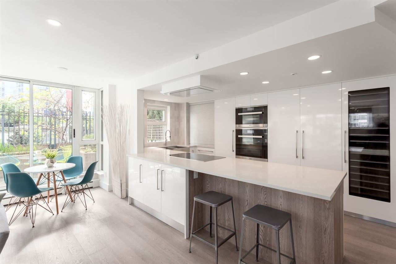 """Main Photo: 301 183 KEEFER Place in Vancouver: Downtown VW Condo for sale in """"PARIS PLACE"""" (Vancouver West)  : MLS®# R2279354"""