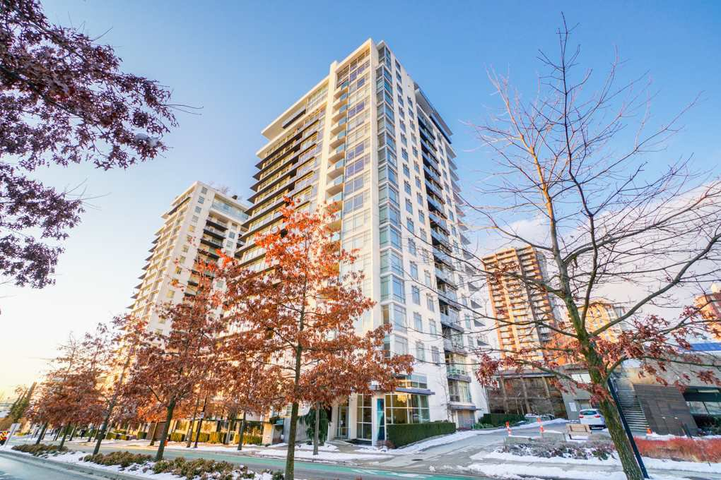 "Main Photo: 702 158 W 13TH Street in North Vancouver: Central Lonsdale Condo for sale in ""Vista Place"" : MLS®# R2342022"
