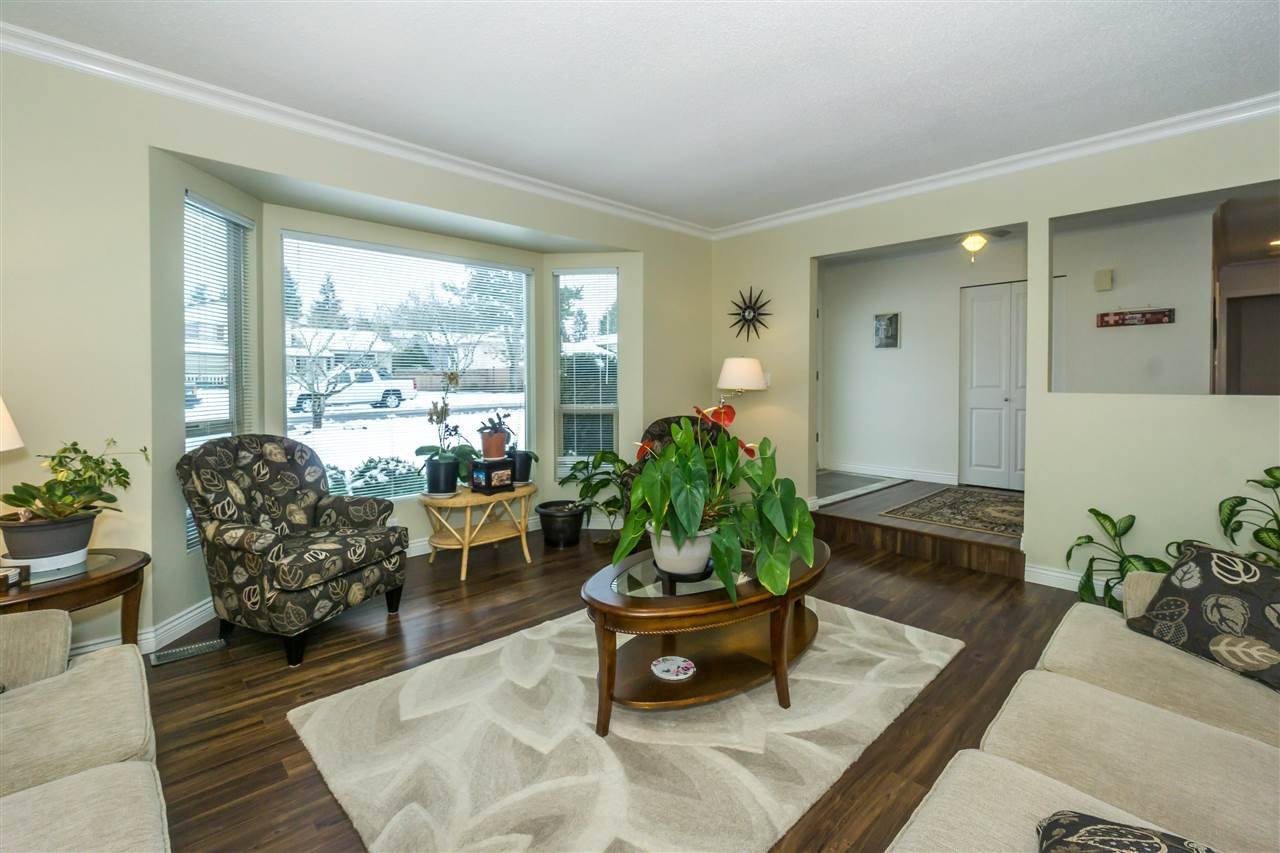 Photo 4: Photos: 27175 34 Avenue in Langley: Aldergrove Langley House for sale : MLS®# R2343088