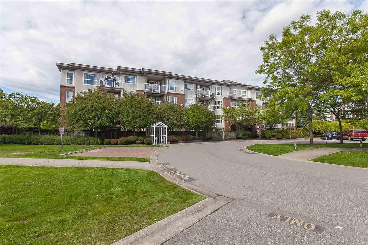 """Photo 1: Photos: 404 15885 84 Avenue in Surrey: Fleetwood Tynehead Condo for sale in """"Abbey Road"""" : MLS®# R2372241"""