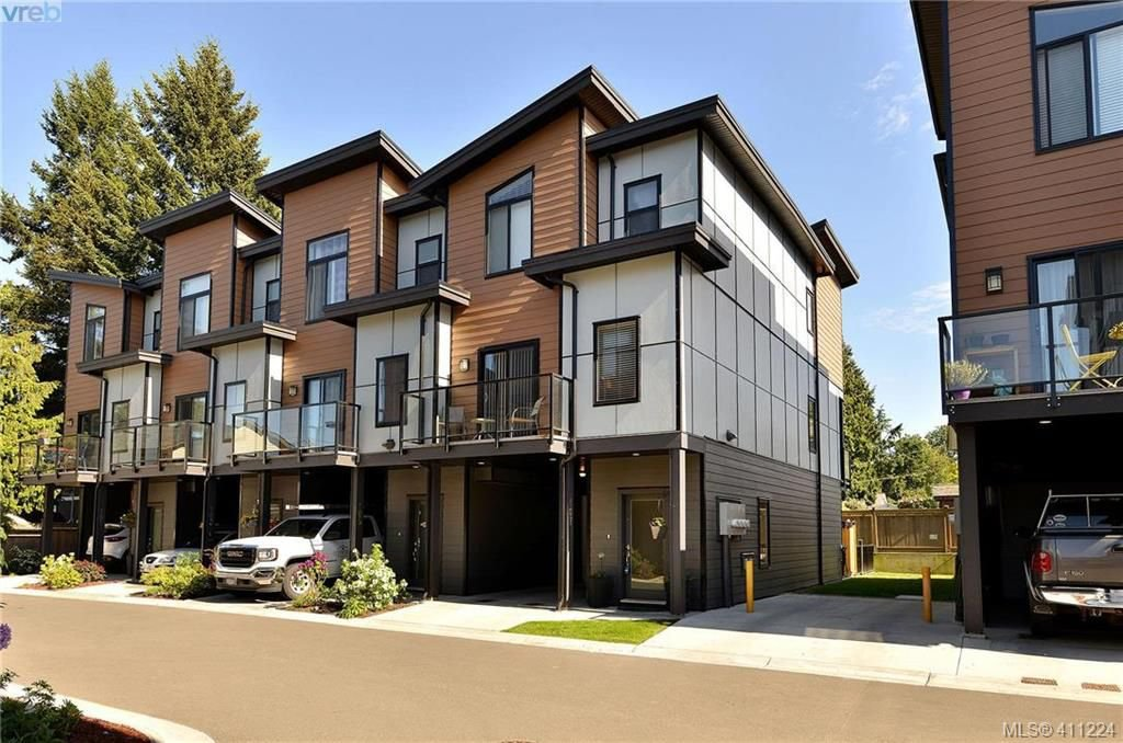 Main Photo: 107 687 Strandlund Ave in VICTORIA: La Langford Proper Row/Townhouse for sale (Langford)  : MLS®# 815169