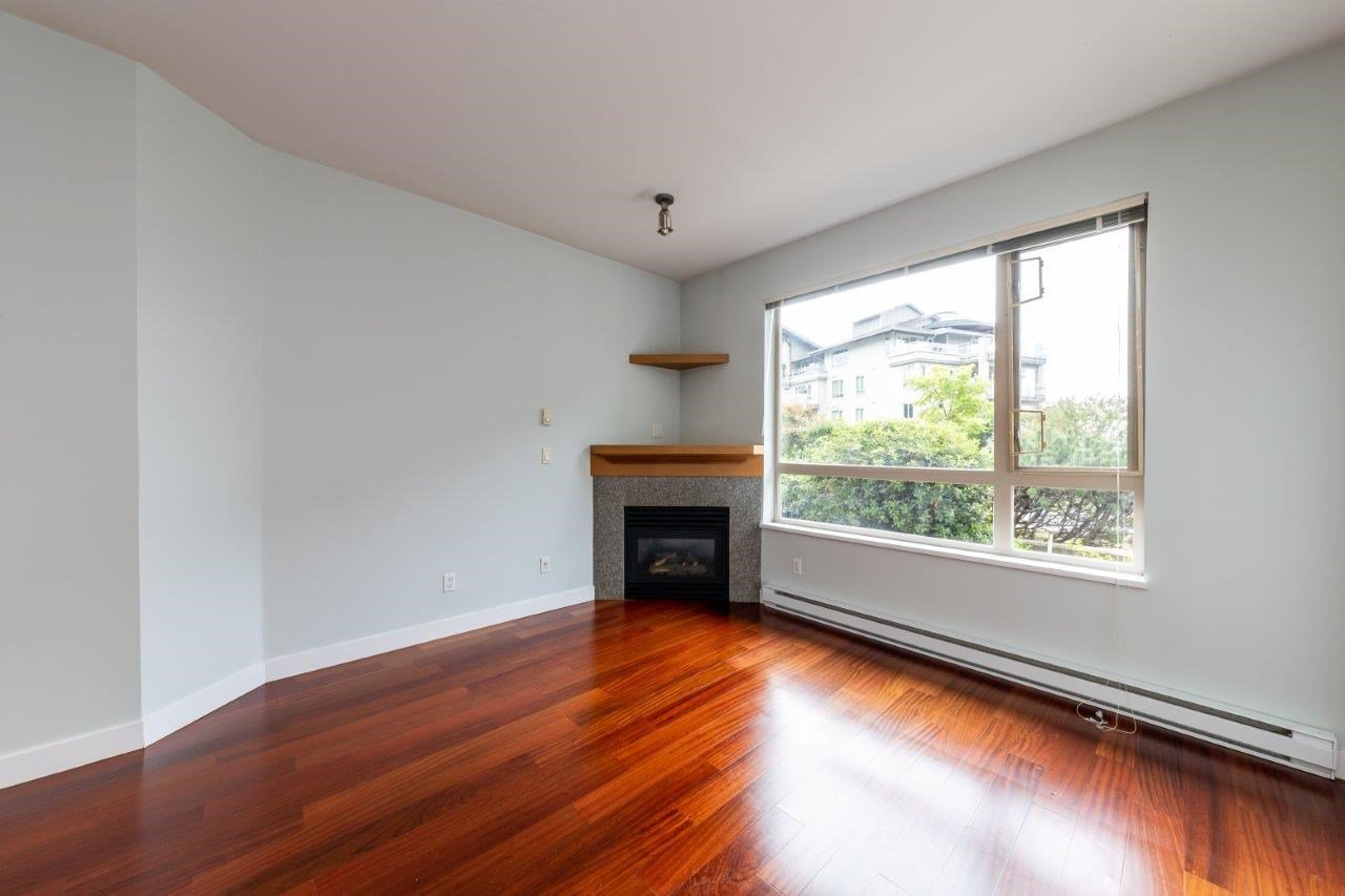 """Photo 5: Photos: 101 580 RAVENWOODS Drive in North Vancouver: Roche Point Condo for sale in """"Raven Woods"""" : MLS®# R2407526"""
