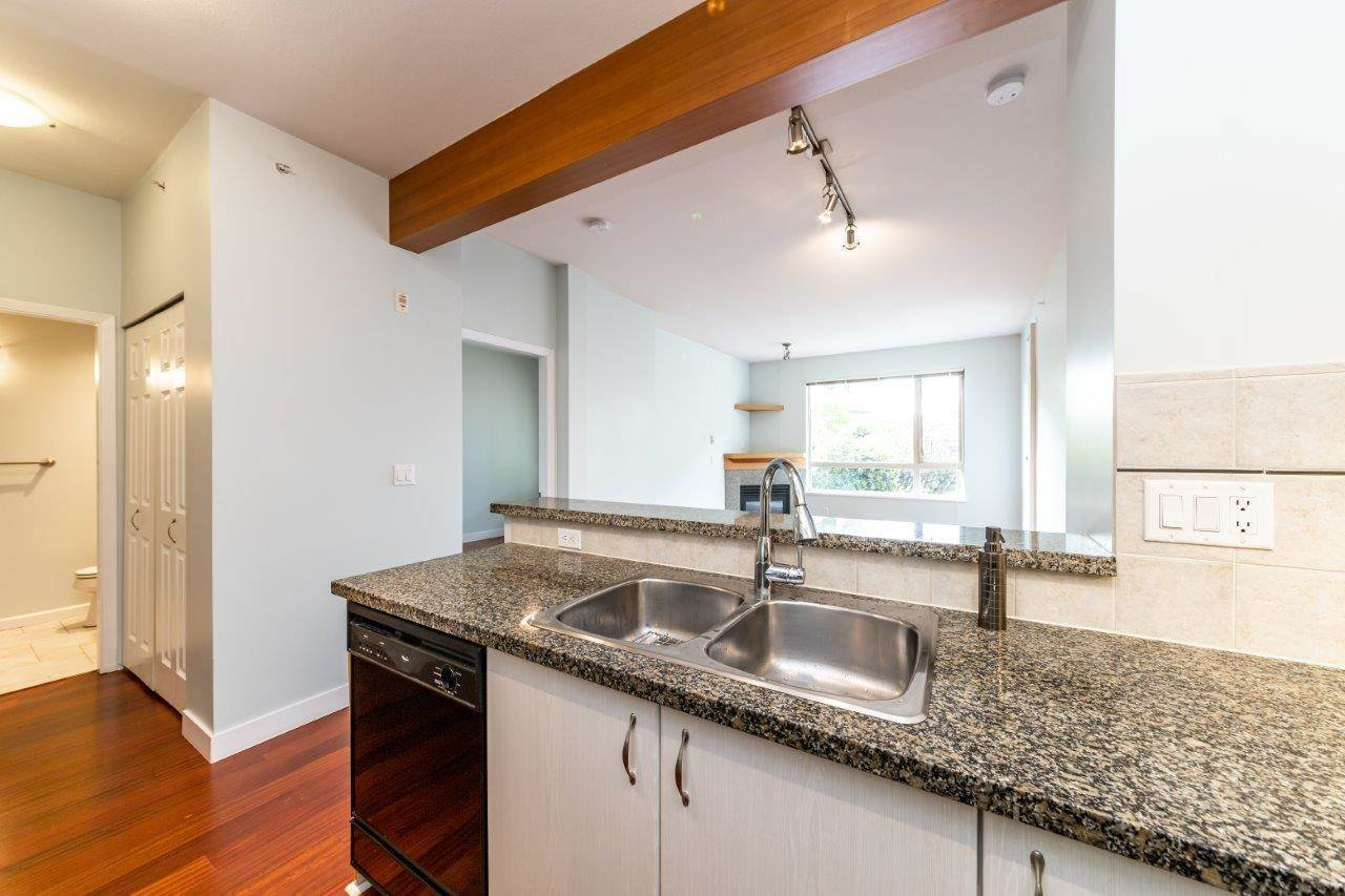 """Photo 7: Photos: 101 580 RAVENWOODS Drive in North Vancouver: Roche Point Condo for sale in """"Raven Woods"""" : MLS®# R2407526"""