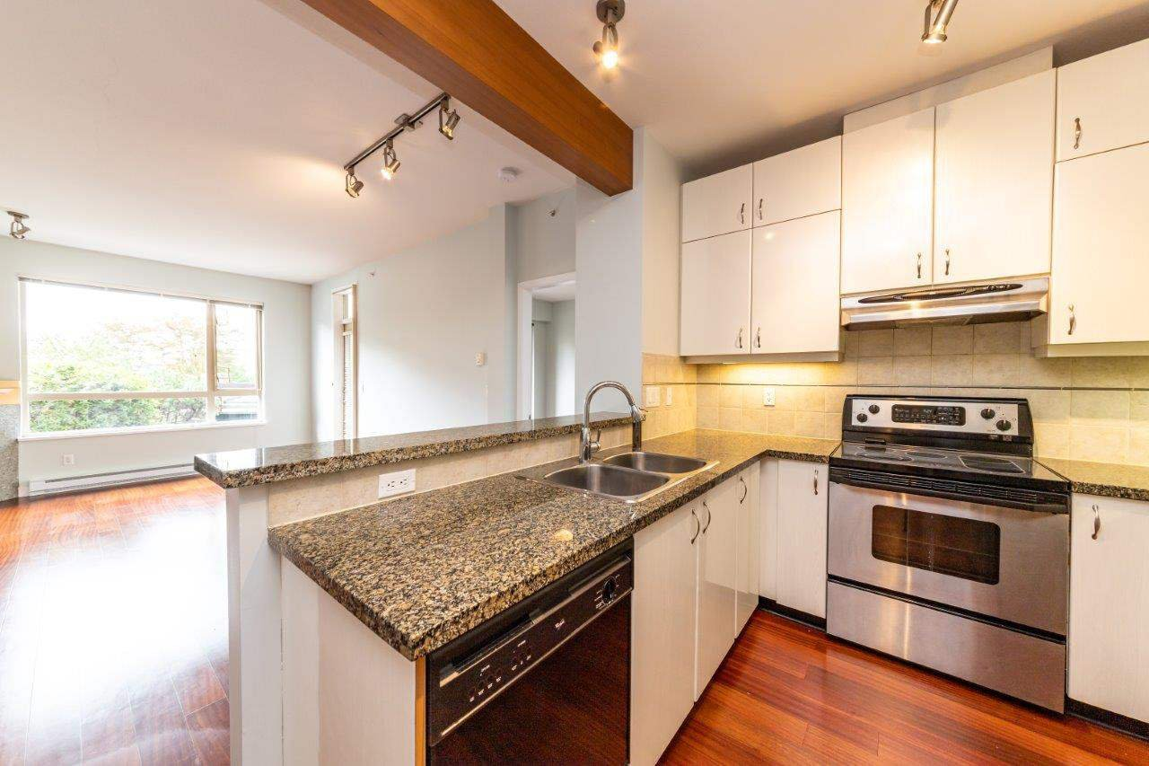 """Photo 6: Photos: 101 580 RAVENWOODS Drive in North Vancouver: Roche Point Condo for sale in """"Raven Woods"""" : MLS®# R2407526"""