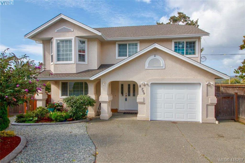 Main Photo: 8 709 Luscombe Pl in VICTORIA: Es Esquimalt Single Family Detached for sale (Esquimalt)  : MLS®# 825765