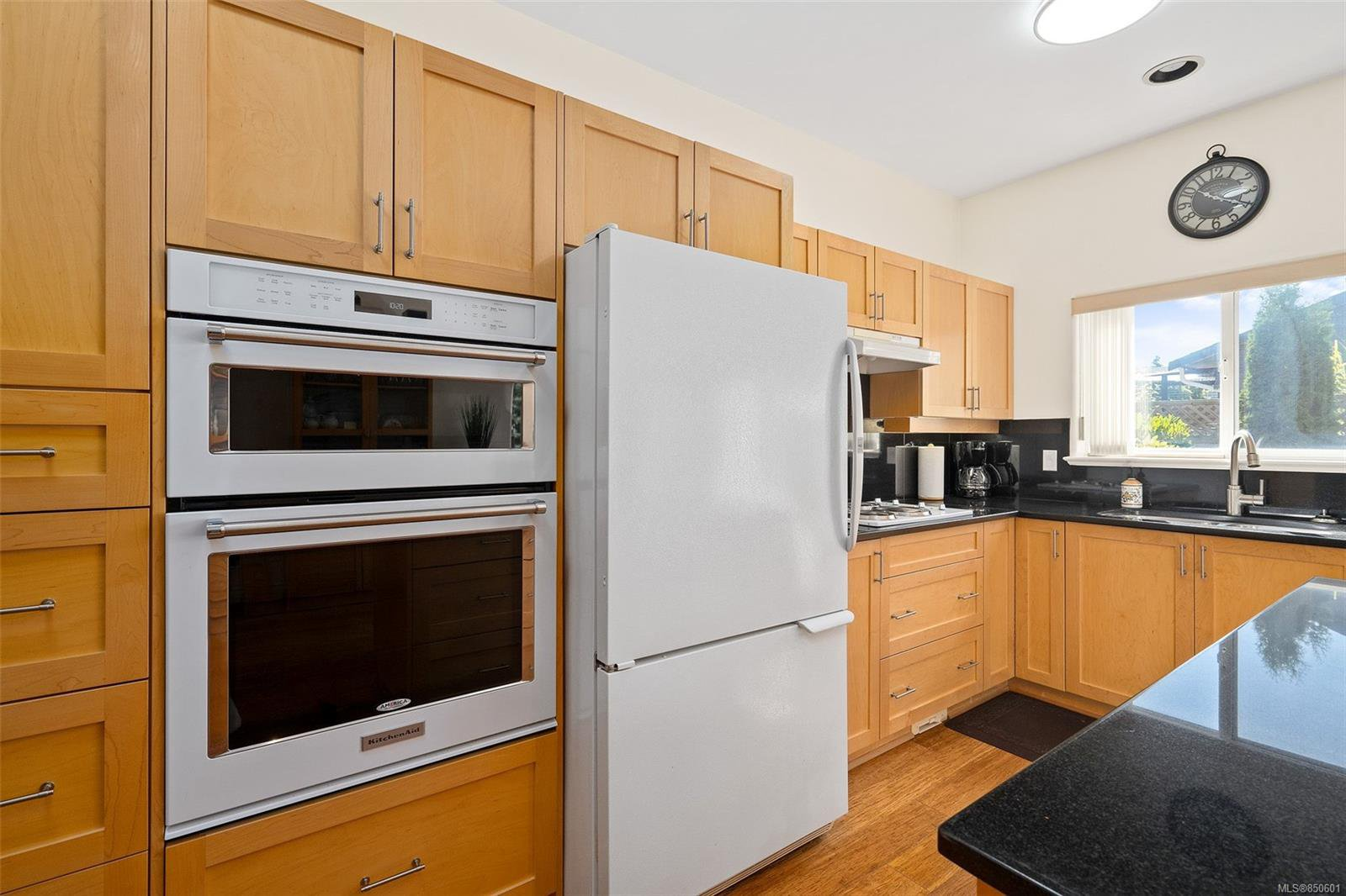 Photo 7: Photos: 5 2235 Harbour Rd in : Si Sidney North-East Row/Townhouse for sale (Sidney)  : MLS®# 850601