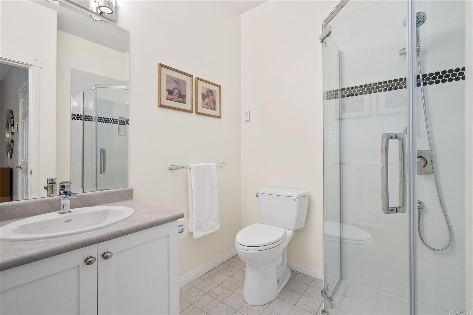Photo 21: Photos: 5 2235 Harbour Rd in : Si Sidney North-East Row/Townhouse for sale (Sidney)  : MLS®# 850601