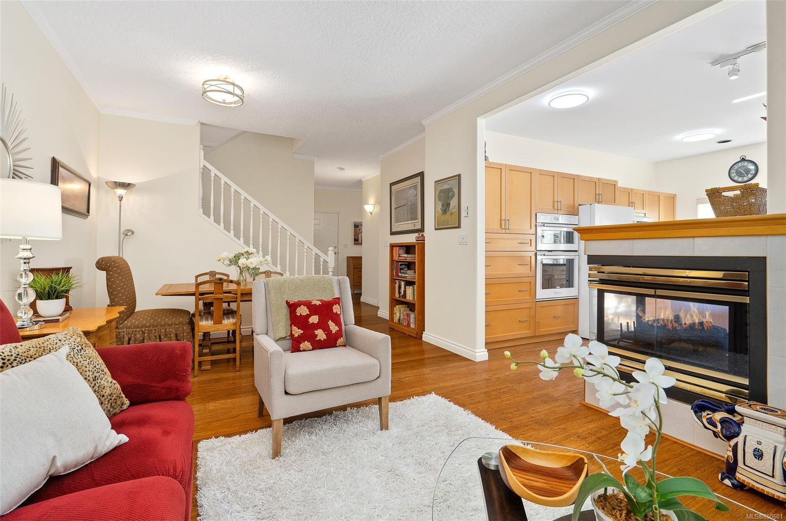 Photo 9: Photos: 5 2235 Harbour Rd in : Si Sidney North-East Row/Townhouse for sale (Sidney)  : MLS®# 850601