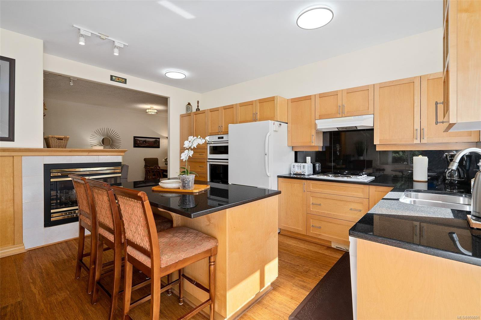 Photo 6: Photos: 5 2235 Harbour Rd in : Si Sidney North-East Row/Townhouse for sale (Sidney)  : MLS®# 850601