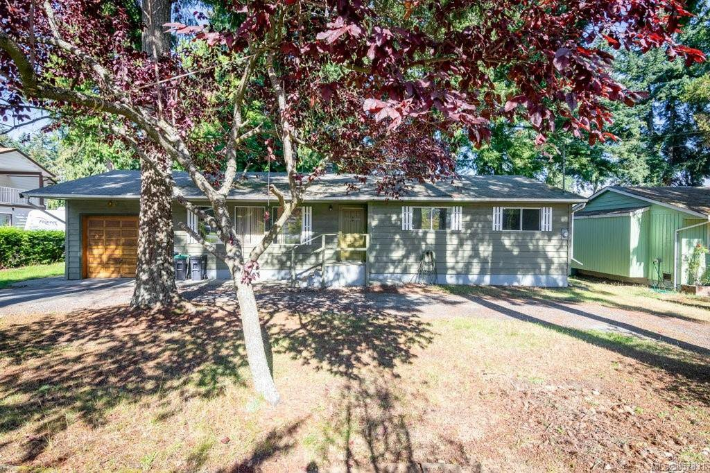 Fantastic Upper Lantzville House on large lot with mature landscaping