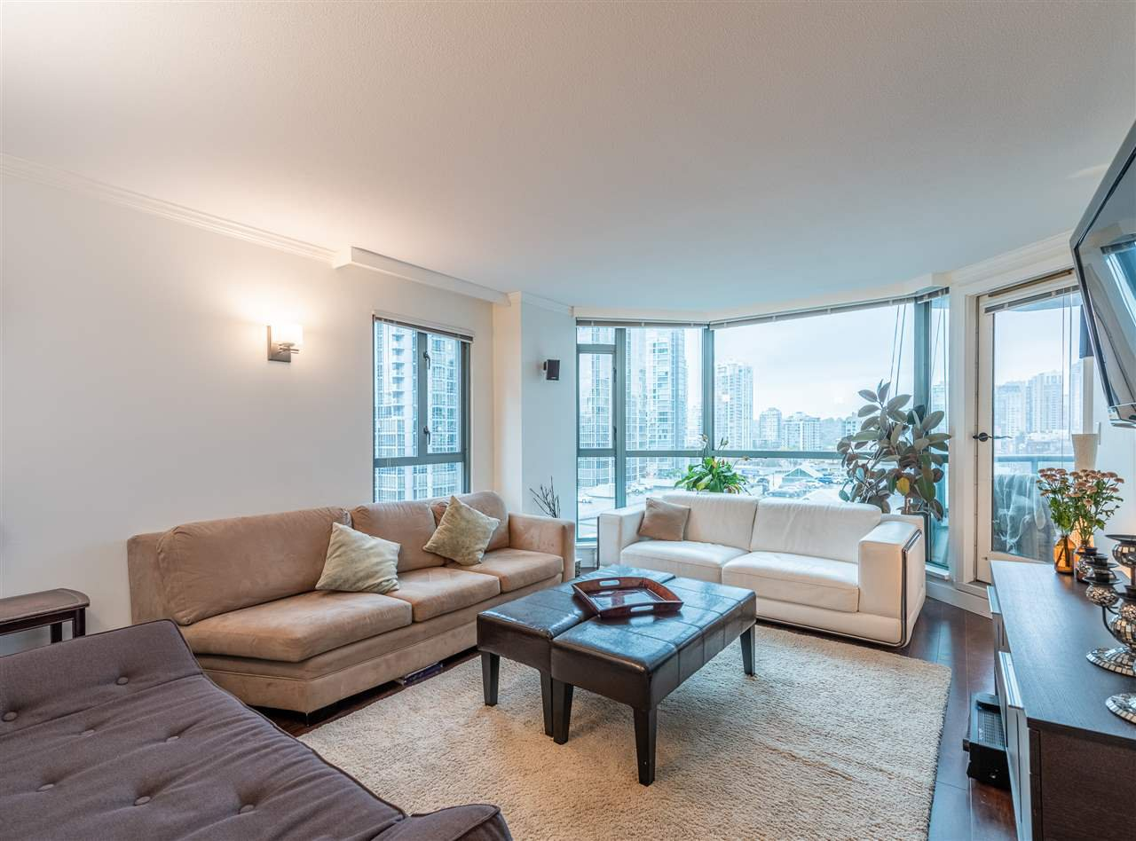 "Main Photo: 501 888 HAMILTON Street in Vancouver: Downtown VW Condo for sale in ""ROSEDALE GARDEN"" (Vancouver West)  : MLS®# R2518975"