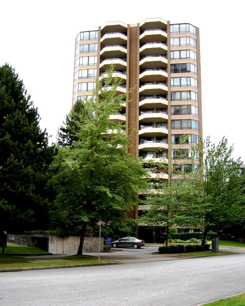 """Main Photo: # 703 - 6282 Kathleen Avenue in Burnaby: Metrotown Condo for sale in """"THE EMPRESS"""" (Burnaby South)  : MLS®# V954933"""