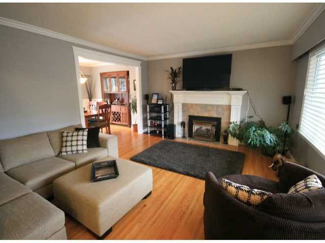 "Photo 3: Photos: 1256 FINLAY Street: White Rock House for sale in ""White Rock"" (South Surrey White Rock)  : MLS®# F1402988"