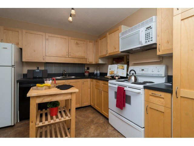 """Photo 6: Photos: 10 2980 MARINER Way in Coquitlam: Ranch Park Townhouse for sale in """"MARINER MEWS"""" : MLS®# V1088633"""