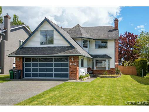 Main Photo: 1300 Layritz Pl in VICTORIA: SW Layritz Single Family Detached for sale (Saanich West)  : MLS®# 700701