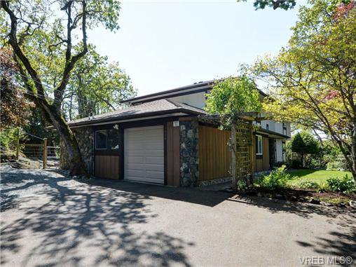 Main Photo: 3928 Oakdale Pl in VICTORIA: SE Mt Doug House for sale (Saanich East)  : MLS®# 701182