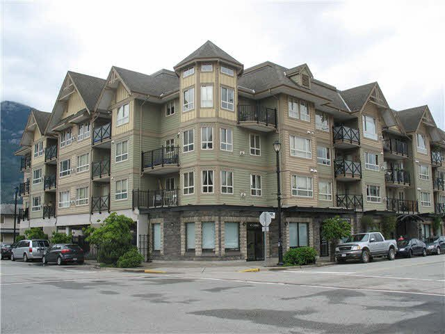 "Main Photo: 202 38003 SECOND Avenue in Squamish: Downtown SQ Condo for sale in ""SQUAMISH POINTE"" : MLS®# V1126627"
