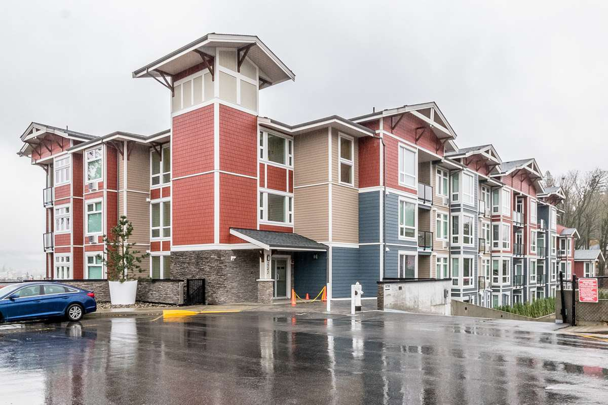 """Main Photo: 403 2242 WHATCOM Road in Abbotsford: Abbotsford East Condo for sale in """"WATERLEAF"""" : MLS®# R2223303"""