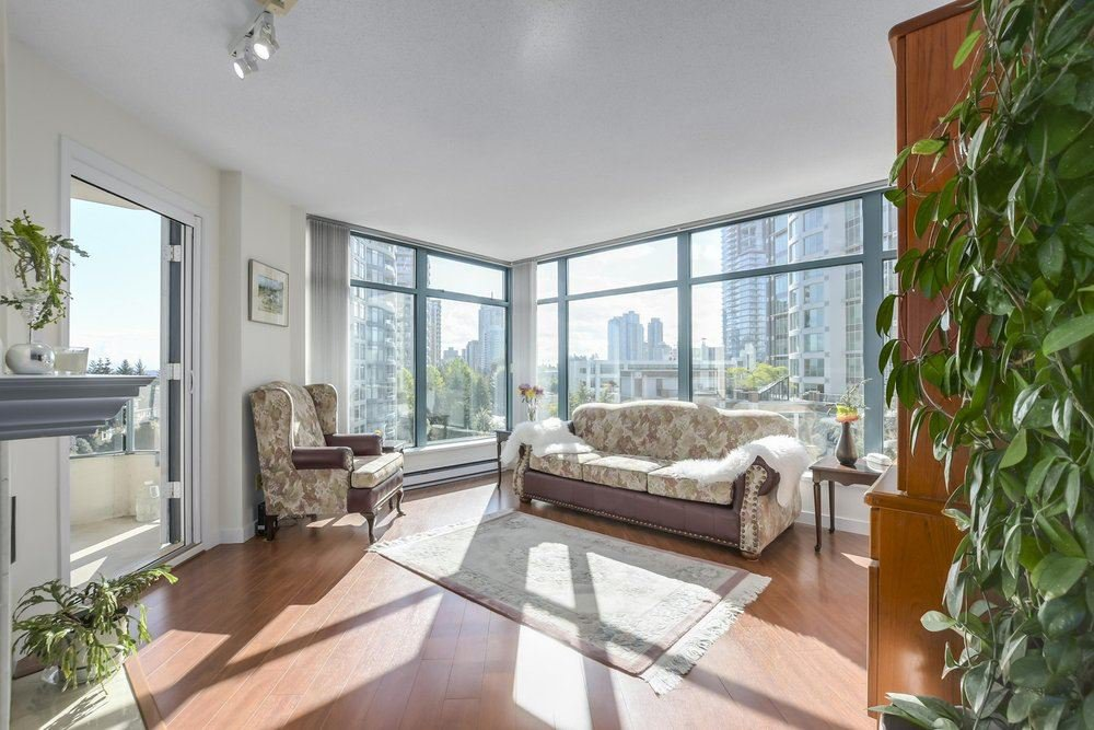 Main Photo: 803 4505 HAZEL Street in Burnaby: Forest Glen BS Condo for sale (Burnaby South)  : MLS®# R2306729