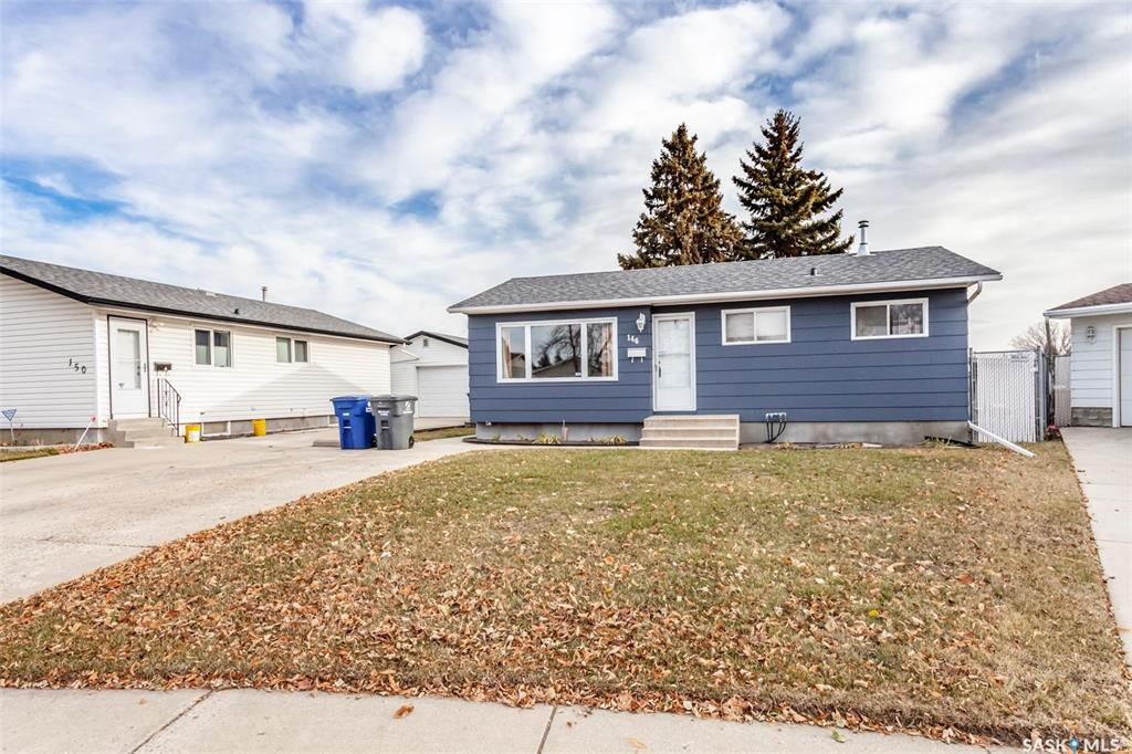 Main Photo: 146 DOUGLAS Crescent in Saskatoon: Confederation Park Residential for sale : MLS®# SK767374