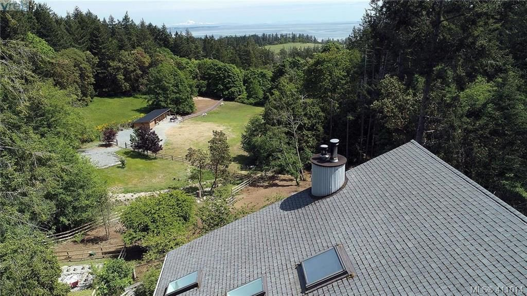 Main Photo: 575 Pegasus Way in VICTORIA: Me Rocky Point Single Family Detached for sale (Metchosin)  : MLS®# 411014
