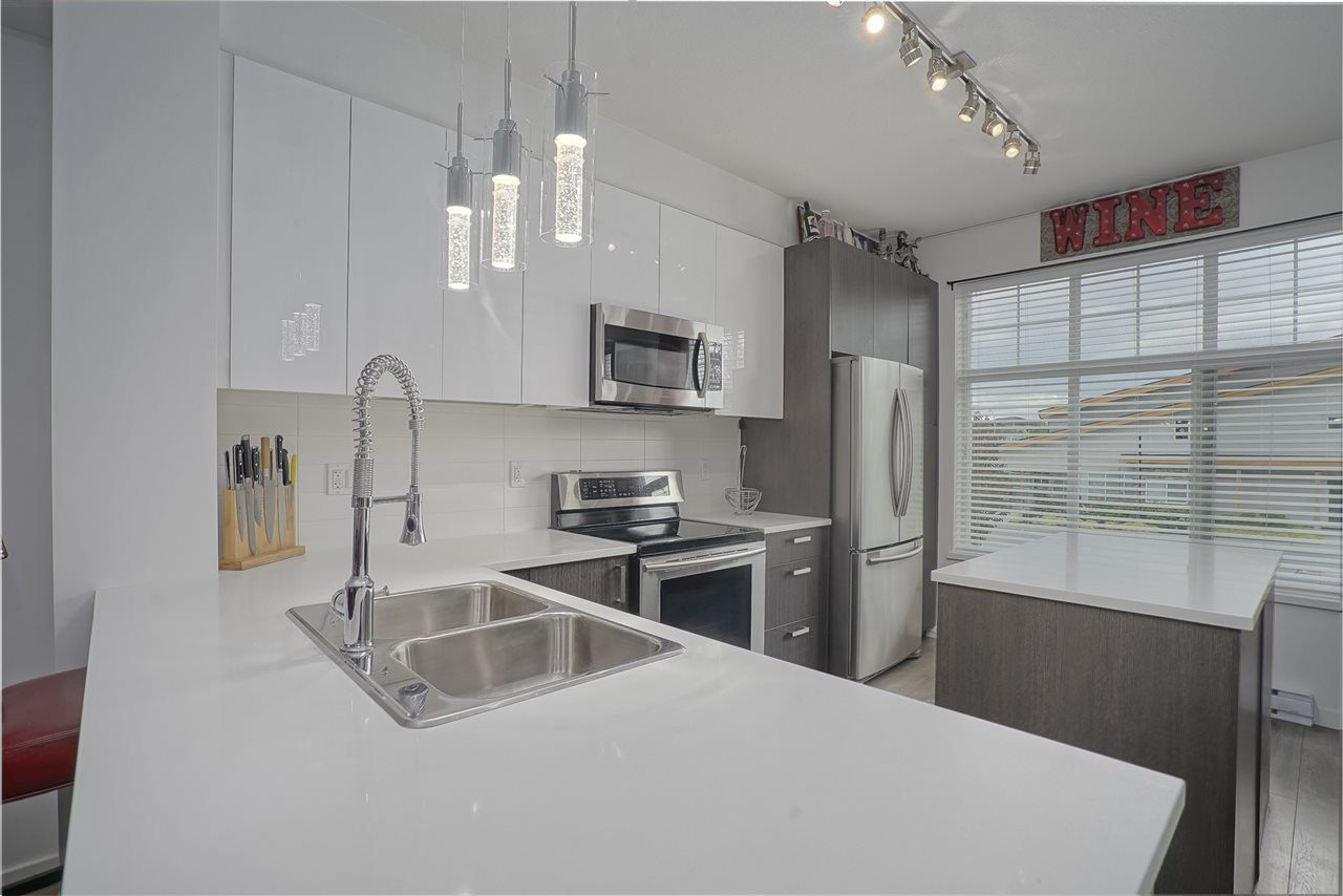 """Main Photo: 13 18681 68 Avenue in Surrey: Clayton Townhouse for sale in """"Creekside"""" (Cloverdale)  : MLS®# R2383969"""