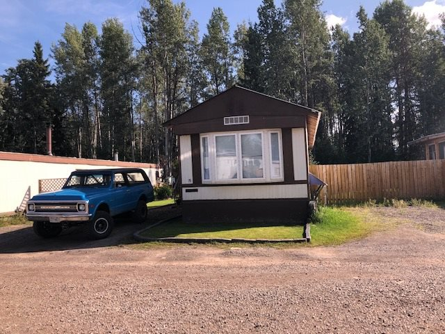 "Main Photo: 75 95 LAIDLAW Road in Smithers: Smithers - Rural Manufactured Home for sale in ""MOUNTAIN VIEW MOBILE HOME PARK"" (Smithers And Area (Zone 54))  : MLS®# R2399159"