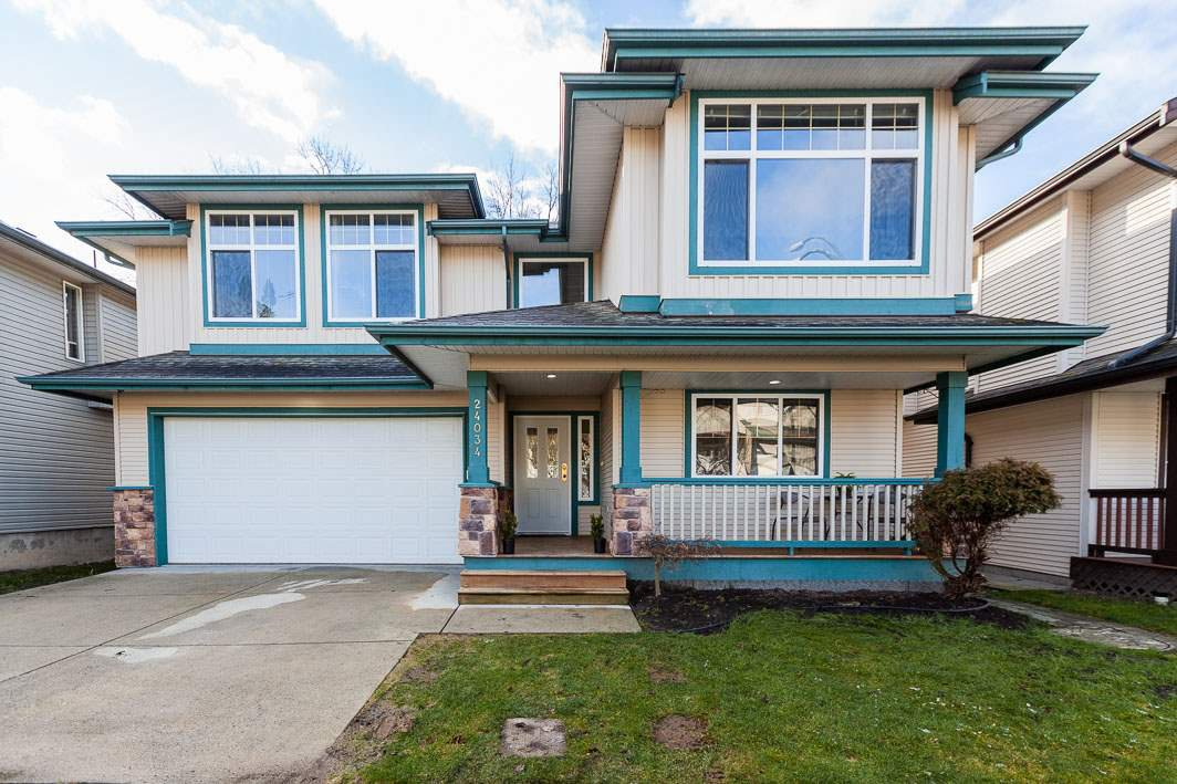 Beautiful family home in Kanaka View Estates! 5 bedrooms, 3 bathrooms, 2 laundry rooms and backing onto Greenbelt!