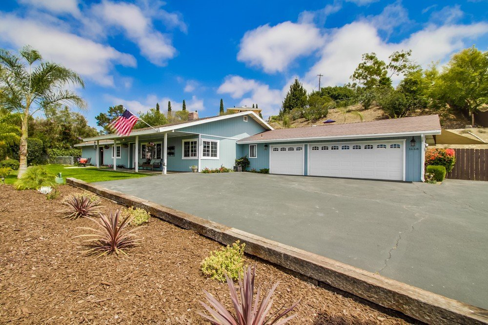 Main Photo: VISTA House for sale : 4 bedrooms : 1668 Alta Vista
