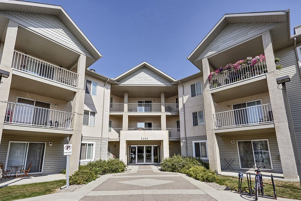 Main Photo: 215 2000 Citadel Meadows Point NW in Calgary: Condo for sale : MLS®# C4024513