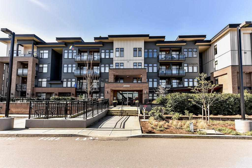 "Main Photo: 108 20058 FRASER Highway in Langley: Langley City Condo for sale in ""Varsity"" : MLS®# R2120650"