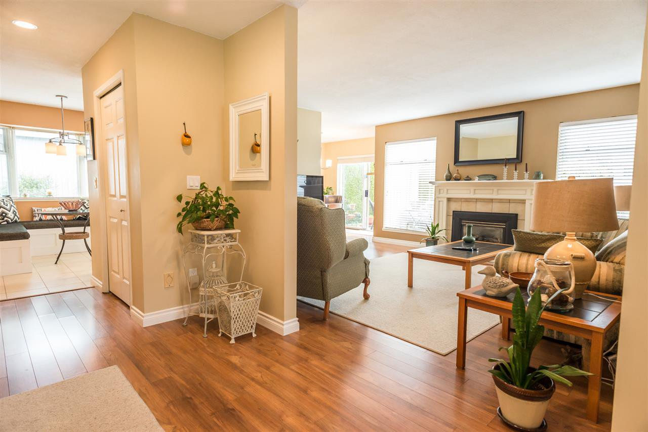 """Photo 3: Photos: 123 14271 18A Avenue in Surrey: Sunnyside Park Surrey Townhouse for sale in """"Ocean Bluff Court"""" (South Surrey White Rock)  : MLS®# R2166239"""